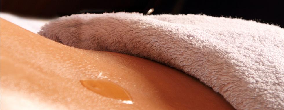 Aroma Öl Massage – reine Naturöle versorgen die Haut mit wertvollen Lipiden